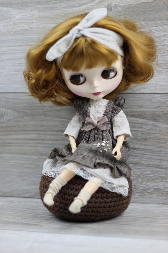 Brown Blythe Doll Stand for 30 cm Doll
