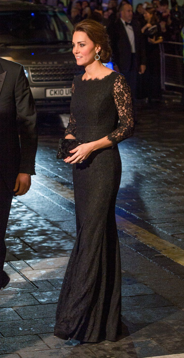 Pin for Later: Les Robes les Plus Glamour Portées Par Kate Middleton  Portant une tenue signée DVF à la Royal Variety Performance en Novembre 2014.