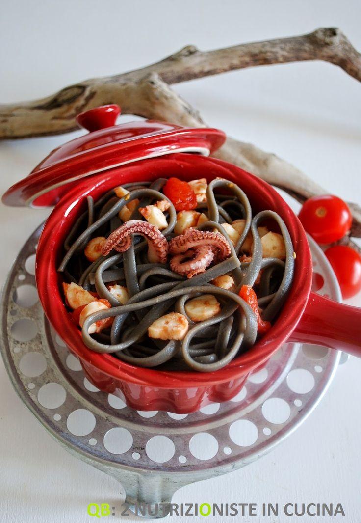 Q+B+Le+ricette+light:+Linguine+al+nero+di+seppia+con+ragù+di+polpo