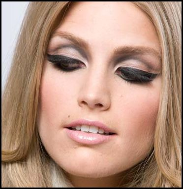 Thick or thin eyeliner. Doesn't matter to us. Just as long as its winged. #winged #eyeliner #stencils