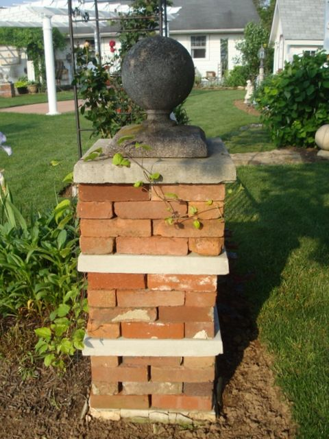 Stacked brick pavers for columns or plant standsGardens Ideas, Dry Stacked, Plants Stands, Front Landscapes, Fleur Cottages, Bricks Columns, Bricks Pavers, Fleur Gardens, Backyards Shenanigans