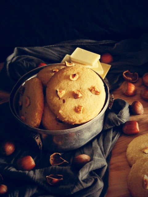 La asaltante de dulces: Receta de galletas de chocolate blanco y avellana/ White chocolate & hazelnut cookies. So tasty!