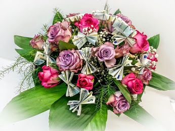 Attraktive Scheinblüten   #Rosenstrauß #Geldstrauß #Geschenkidee #Floristik  EBK-Blumenmönche Blumenhaus – Google+