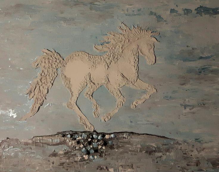 Technique mixte relief sculpté  30 x 24  Le cheval blanc   Nathalie Dupuis artiste peintre  ImagieDéco