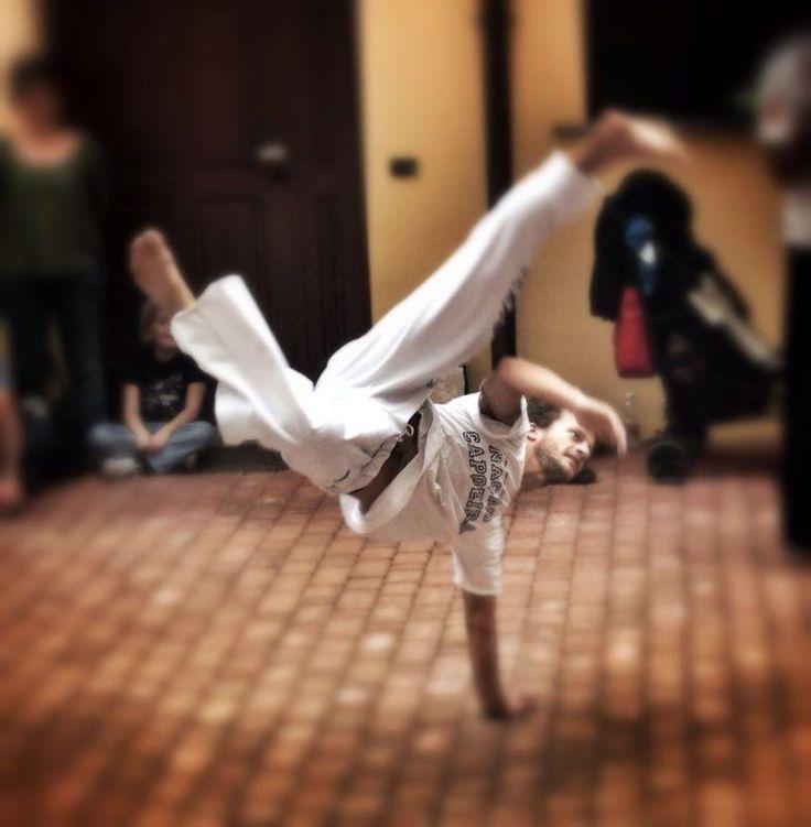 hai mai pensato alla #capoeira ? La Capoeira è un'attività sportiva, per meglio dire un'arte #marziale, che viene praticata soprattutto in #Brasile, ma che negli anni ha riscosso grande successo anche in altri Paesi. È un mix tra  #artimarziali, al quale partecipano due soggetti in un gioco accompagnato dalla #musica. #prova !!! http://www.spazioaries.it/Upload/DynaPages/capoeira.php