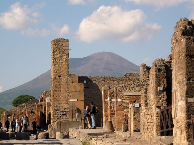 20 popular tourist sites you should see before they disappear - Pompeii, Italy