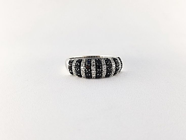 Black and White Diamonds 18 kt ring.