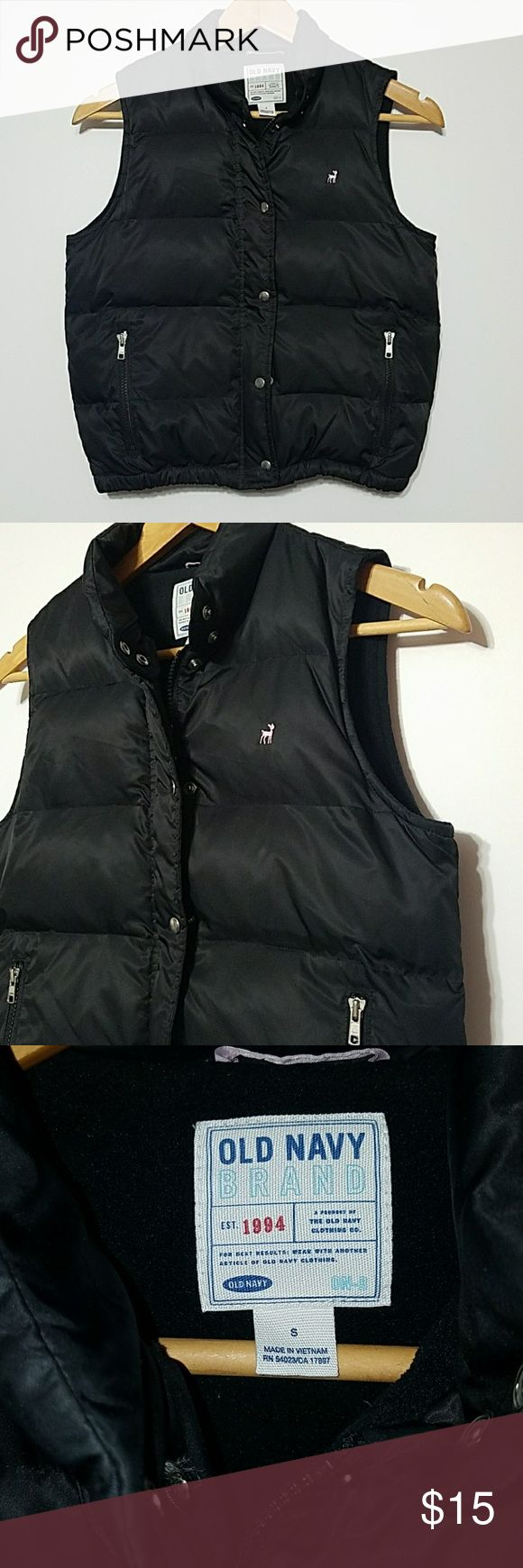 OLD NAVY VEST  (S) OLD NAVY PUFFER VEST IN GREAT PRE-OWNED CONDITION  18' FROM UNDERARM TO UNDERARM  20' LENGTH Old Navy Jackets & Coats Vests
