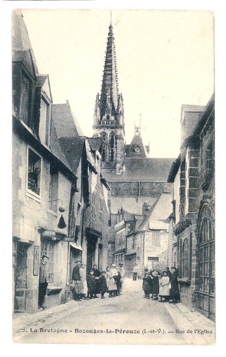 Bazouges-la-Pérouse - Rue de l'église, salon de coiffure de Théophile REPESSÉ