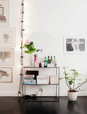 ..: Decor, Living Rooms, Minis Bar, Minibar, Interiors Design, String Lights, Interiordesign, Bar Carts, White Wall