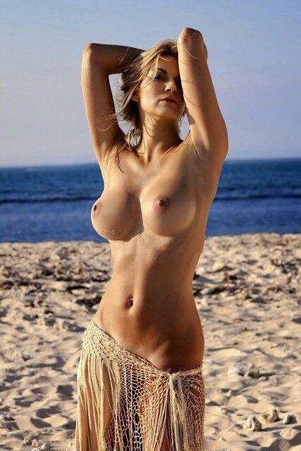 Голые горячие девушки фото