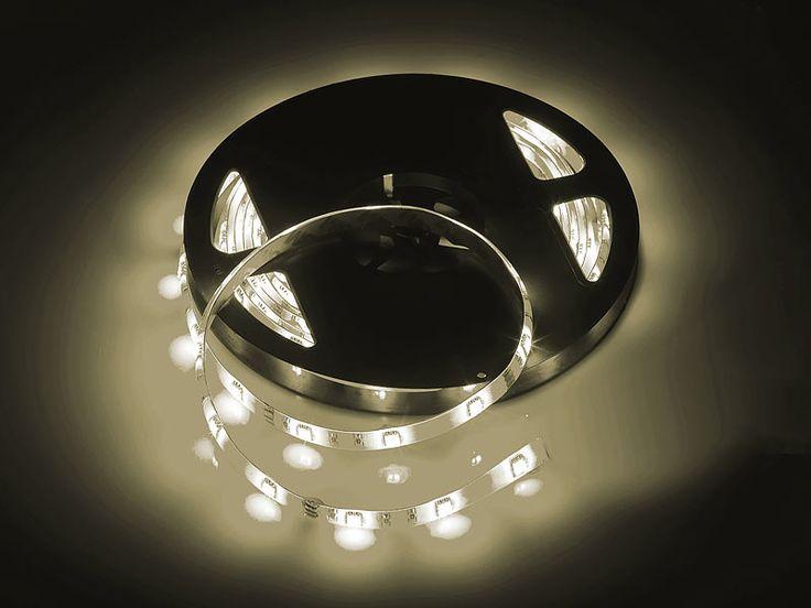 Lunartec LED-Streifen warmweiß (5m) für den Innenbereich mit Netzteil