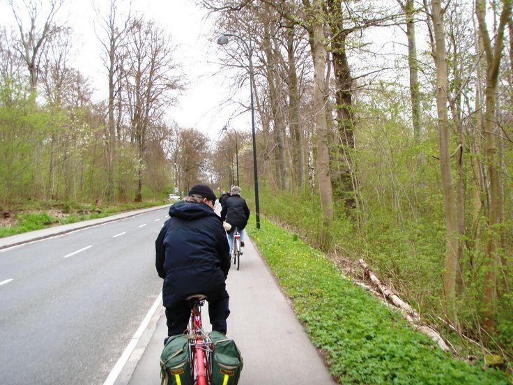 Cykelturen Brøndby Strand til Dyrehaven / Bakken og retur. 63 km..