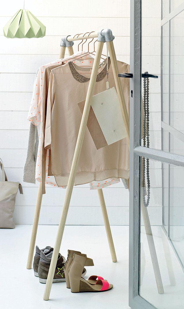 Puilt je kledingkast uit of slingeren je kleren altijd overal rond? Zet dan zelf dit kledingrek in elkaar. Een mooie en simpele manier om je kleren netjes op te hangen. #DIY