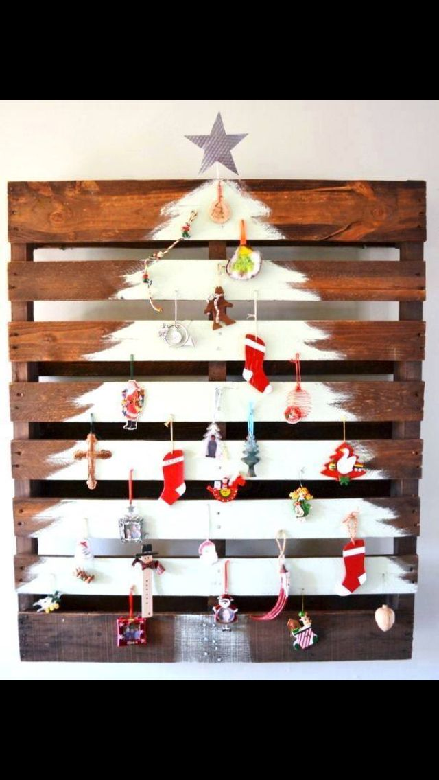 pallet painting ideas christmas. spray painted christmas tree on wooden pallet painting ideas