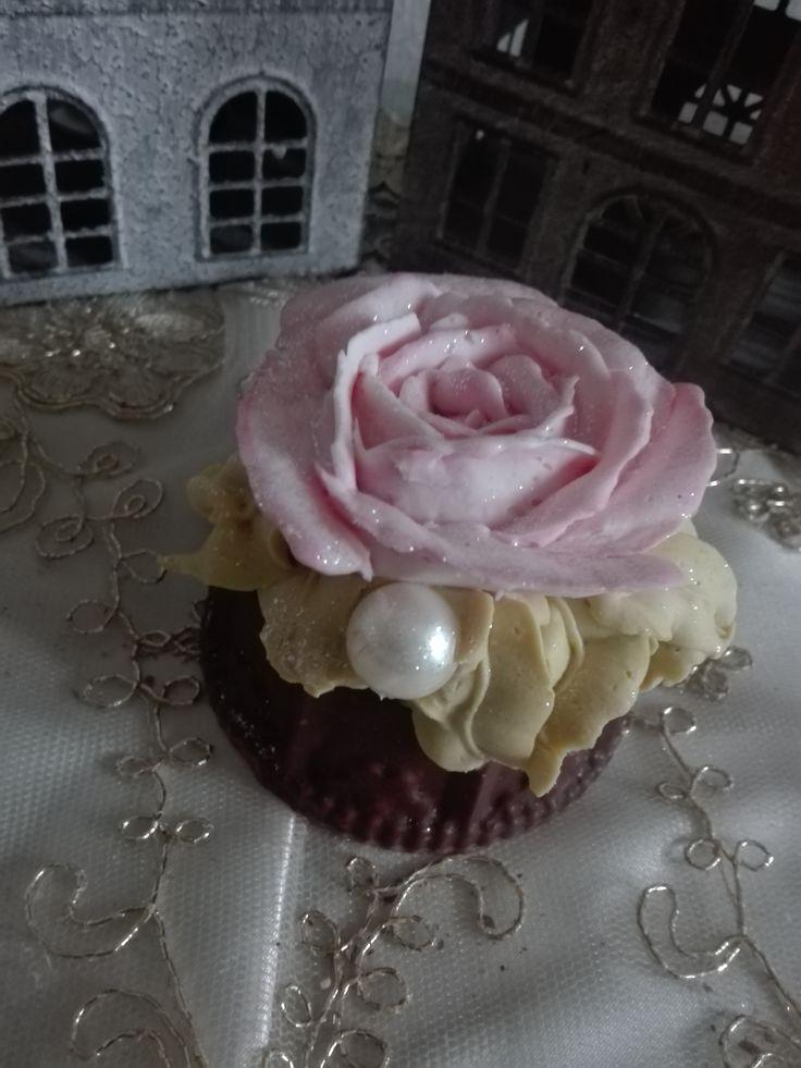 cup cake,saponi, saponi naturali artigianali, bomboniere , shabby, chic, soap, prodotti naturali, vegan oggetti decorativi , comunione battesimo, matrimonio, wedding https://www.facebook.com/ilmiogirasole/