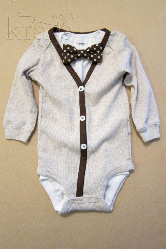 Tenue de Cardigan crème/brun bébé garçon avec onesie amovible Brown/bébé bleu à pois noeud papillon