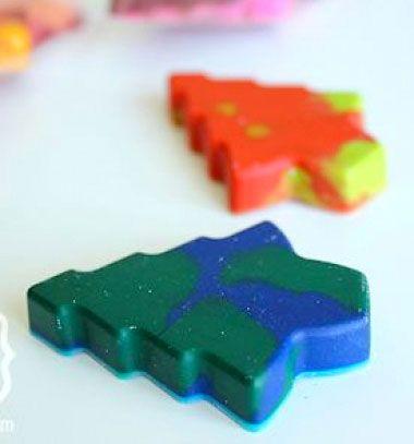 DIY holiday crayons - new life of broken small crayons // Többféle színű zsírkréták - zsírkréta maradékok új élete // Mindy - craft tutorial collection // #crafts #DIY #craftTutorial #tutorial #Recipe