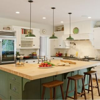 Love this kitchen. Example of Upper Midwest kitchen design