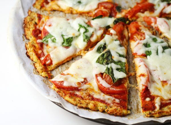 nice Margherita Pizza With Cauliflower Crust | 15 Insanely Delicious Springtime Low C...