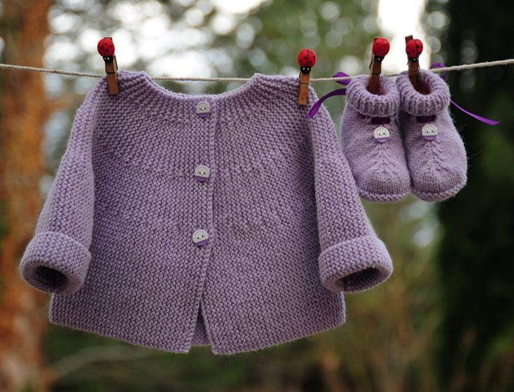 layette ensemble 1-3 mois brassière et chaussons neuf tricoté main : Mode Bébé par com3pom