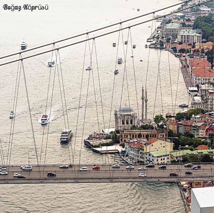 橫跨歐亞的博斯普魯斯海峽海峽大橋,每日的車輛川流不息。 ©mustafaseven http://goo.gl/7eyZXD