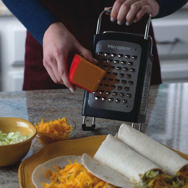 SPECIALITY - Die Produkte der Specialty Serie sind Reiben und Küchenwerkzeuge, die entwickelt wurden, um die Küchenarb eit zu erleichtern und das Kochen zu einem besonderen Erlebnis zu machen. Jeder dieser Artikel - in außergewöhnlichem und zeitgemäßem Design - zeichnet sich durch Leistungsstärke und praktische Anwendbarkeit aus. Reiben, Schneiden und Garnieren gelingen mit den Microplane Küchenprodukten schnell, mühelos und effizient.