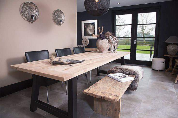 http://www.meneervanhout.nl/eikenhouten-tafels/ruig-van-hout