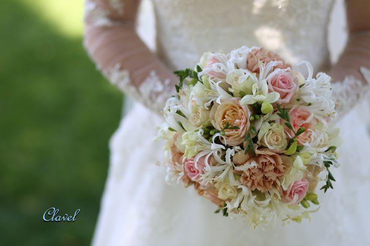 bridal bouquet, dianthus, Nerina,cofe latte, freesia, rose