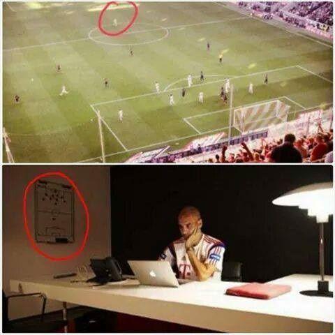 To samo co na tablicy, to samo na boisku piłkarskim • Tak wygląda taktyka Josepa Guardioli • Pep obmyśla plan gry • Wejdź i zobacz >> #guardiola #football #soccer #sports #pilkanozna