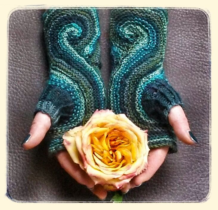 Free Knitting Pattern - Fingerless Gloves & Mitts: Pieces of Eight Mitts