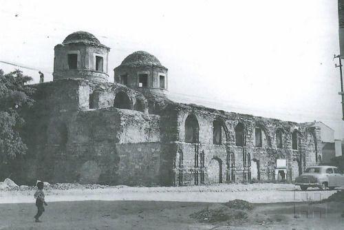 Eski İstanbul Fotoğrafları Arşivi — Fenari İsa Camii, Aksaray. 1955. Cahide Tamer...