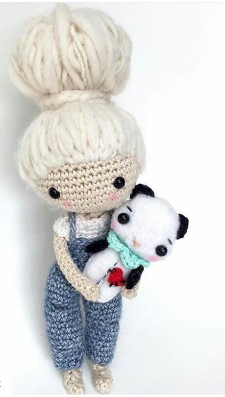 Cute crochet doll with her tiny panda. (Inspiration). ♡