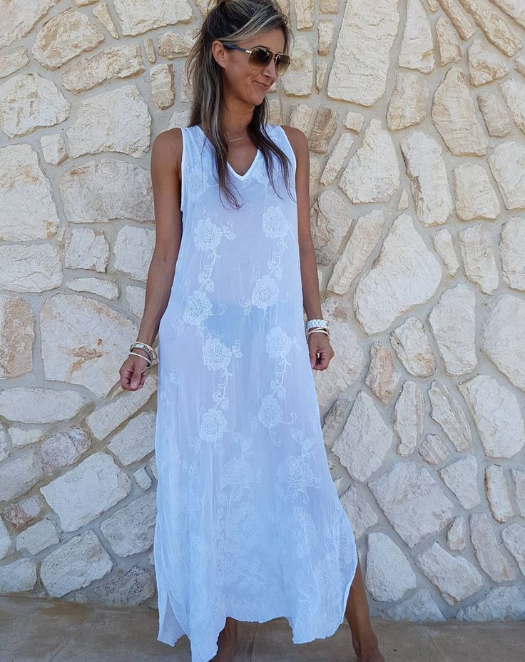 ONE SEASON'S Diggi Dress perfect to throw over your swimwear on this warm summers day! Now on SALE in store and online...#love xx #oneseason #kaftans #dresses #oneseason_official #summer #beach #beachstyle #fashion #fashionista #instagood #igdaily #saltwatersorrento #sorrento #sorrentocoast #morningtonpeninsula #peninsulalife #comevisit #saltwateronline