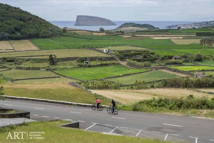During these 7 days you'll visit the stunning coastline and the luxurious green forests of cryptomeria and green pastures in the interior of Terceira island in the Azores.