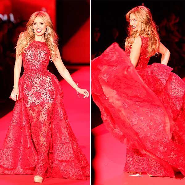 Thalía triunfa sobre la pasarela de la 'Fashion Week' de Nueva York como el corazón de las mujeres hispanas