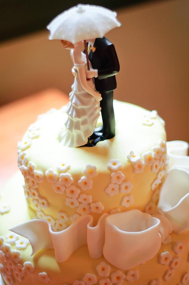 11 best Umbrella cakes images on Pinterest | Amazing cakes ...