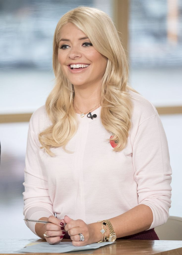 Holly Willoughby – This Morning 29.10.15