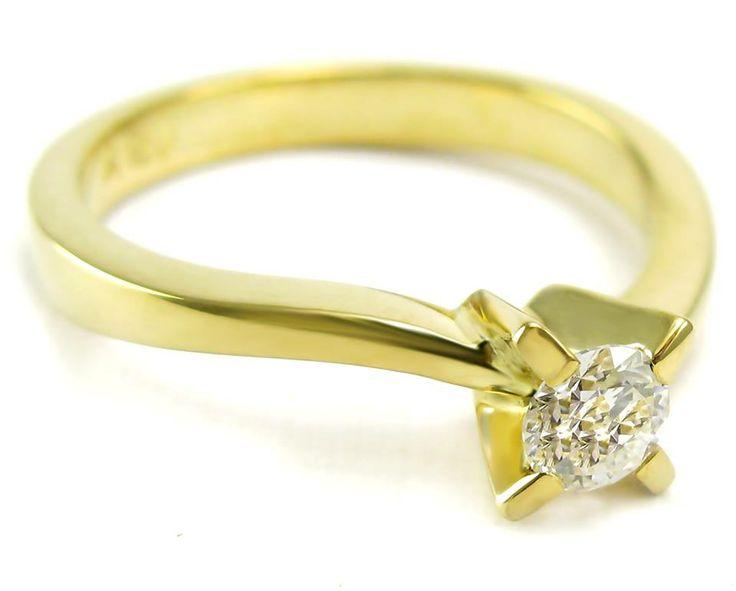 Un modelo de oro amarillo 18K con un precioso y elegante diamante brillante de 15 pts.  Verónica Hecht Joyas, venta de Anillos de Compromiso y Argollas de Matrimonio en Chile.