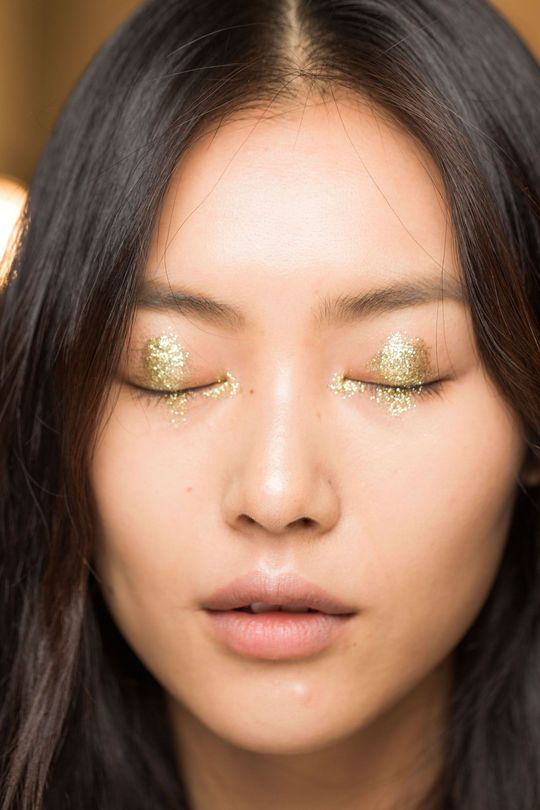 Here's Something New to Do With Your Gold Eyeshadow - Anna Sui show for Spring 2015