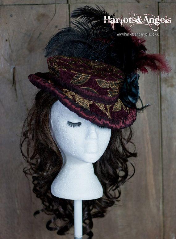 Dieses Muster ist einen gorgeous eine mittelständischen hochgelegenen Stil Victorian Hut. Steampunk, Burlesque, Gothic Abend tragen, Rennen, Hochzeit, ist es für das Muster und nicht für den fertigen Hut!  Instant PDF Download-Format drucken zu Hause auf US Letter oder a4-Größe Papier.  Vollständige Montage- und Anweisungen zu machen.  Volle Größe Muster zu Stoff abgedeckt Buckram basierte späten viktorianischen Hüte.  Inspiriert von Susan von BBC-Drama Ripper-Straße  lizenziert für…