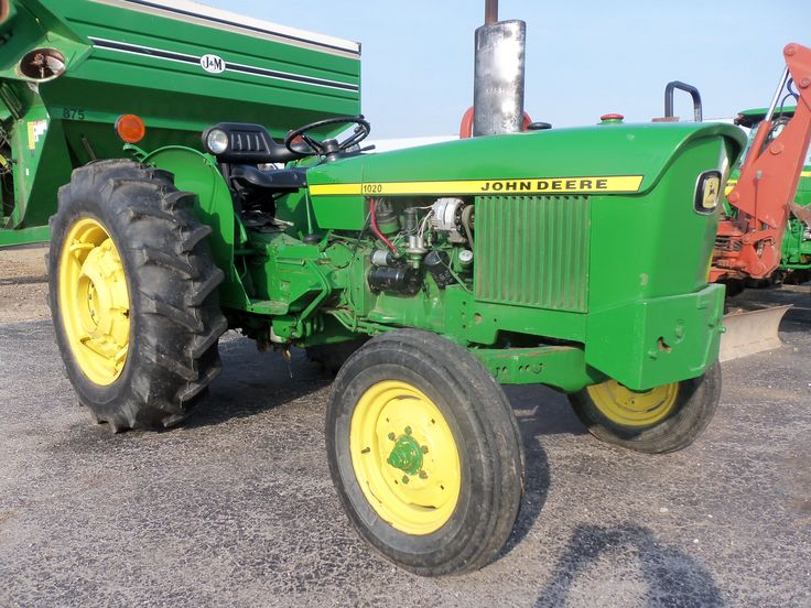 John Deere 1020.Would like to see more of these older tractors.This tractor was made from 1965-1973