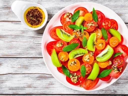 Salade de kiwis et tomates de Lili : Recette de Salade de kiwis et tomates de Lili - Marmiton