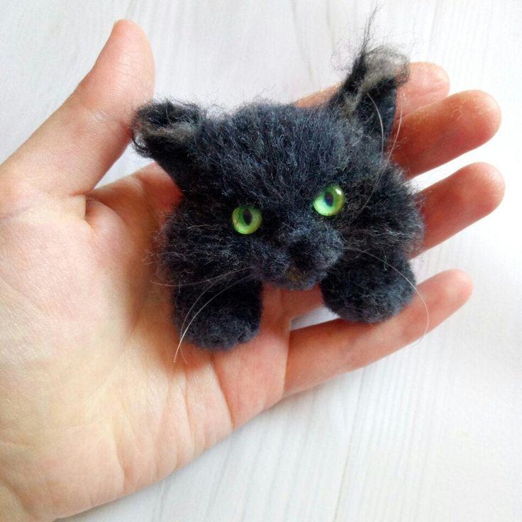 Black halloween cat brooch Dark grey felted cat pin for