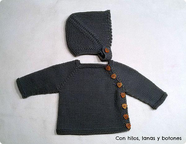 Con hilos, lanas y botones: Conjunto de chaqueta Puerperium gris con gorrito de punto