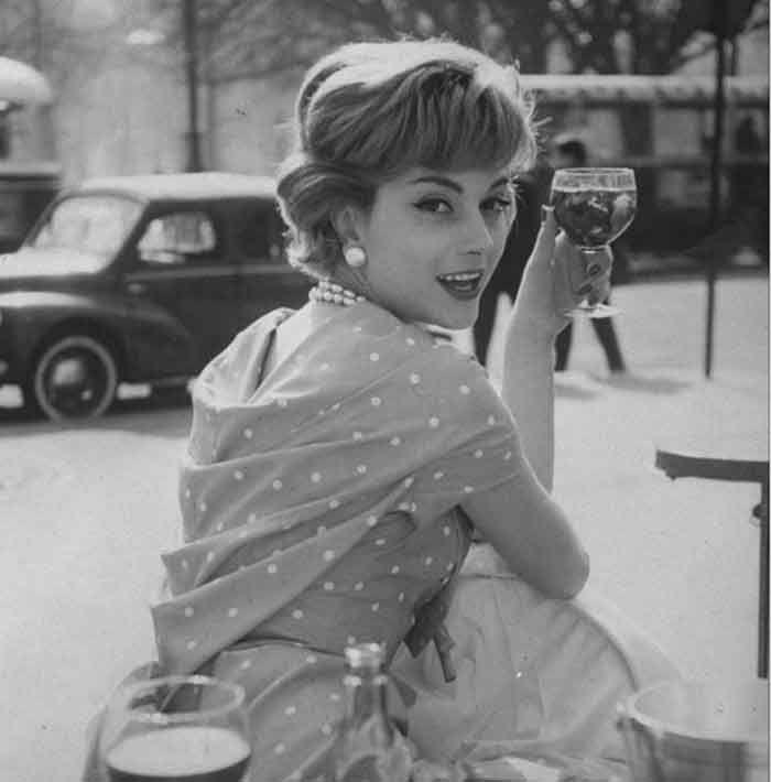 http://image.glamourdaze.com/2015/12/1954-Marie-Helene-Amaud-Paris-cafe.jpg