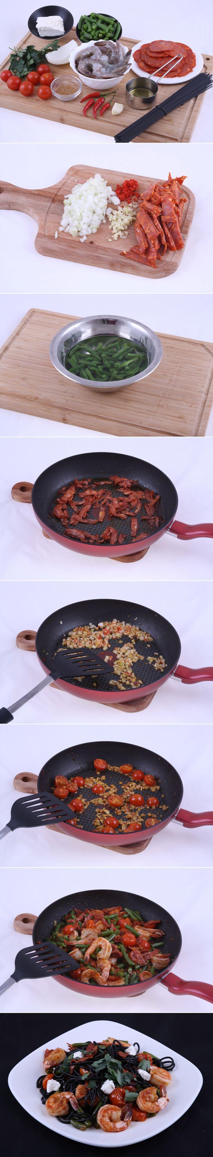 Черная лапша с креветками. Рецепт очень вкусного и необычного блюда. Приготовить это кушанье предельно просто и в этом вам поможет наше пошаговое описание с фото. Приготовление займет всего 15 минут! Полный список ингредиентов и способ приготовления блюда вы можете увидеть в...http://vk.com/dinnerday; http://instagram.com/dinnerday #спагетти #кулинария #лапша #колбаса #креветки #сыр #рецепт #еда #рецепты #dinnerday #food #cook #recipe #recipes #noodles #spaghetti #shrimp #cheese #sausage