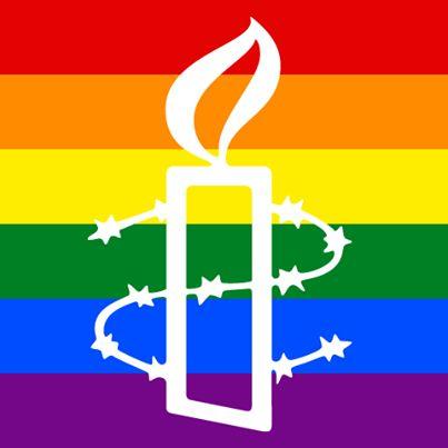 El día de ayer en Texas, se declaró inconstitucional la prohibición de bodas entre personas del mismo sexo. También, en Arizona se vetó la ley que permitía a los empresarios acogerse a sus creencias religiosas para negar servicios a personas homosexuales.   A pesar de esta buena noticia, la lucha por los derechos de la comunidad LGBTTI no termina. Súmate ya a la petición.  www.alzatuvoz.org/amoruganda