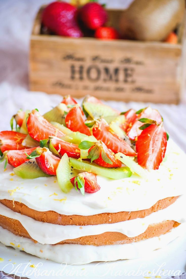 This light and sweet Cream fruit cake is perfect for those summer nights...or lunches...or breakfast 😄 recipe in link