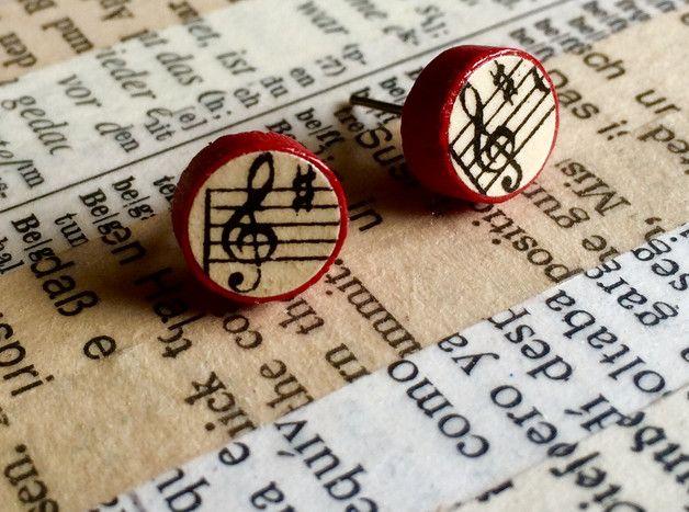 Für Musikliebhaber*innen: handgemachte Ohrstecker aus Holz mit Noten
